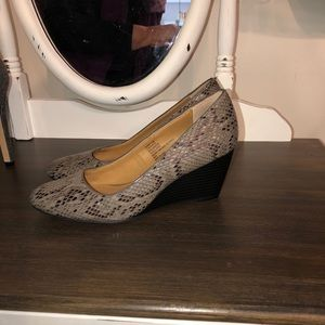 Bass wedge shoe size 8
